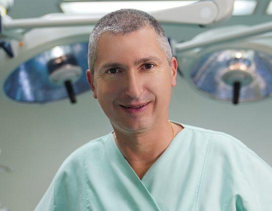 Dr. Med. Vladislav Gyebnar, medic primar Chirurgie Plastica si Reconstructiva, specializat in Chirurgia Mainii, Doctor in Stiinte Medicale